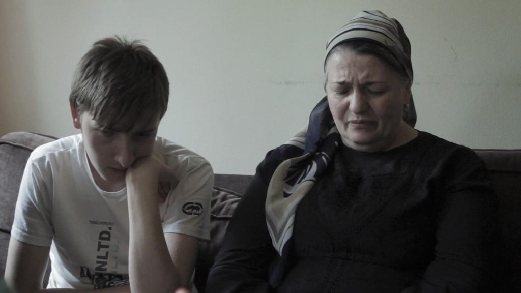 Aina och hennes son Bilal. Fotocredit: RåFILM.